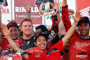 Equipe Honda comemora o título na MX1 – Foto: Mau Haas / BRMX