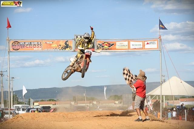 Cesar Boaventura, o Cesinha, de Patos de Minas, venceu a MX1, na prova de abertura.