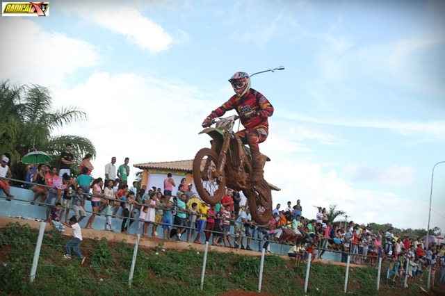 Luis Eduardo Tico, de Pirapora, vence a principal categoria do Motocross